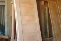 cara-memasang-kusen-kayu