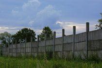 mengatasi-pagar-tembok-miring