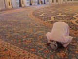 cara-mencuci-karpet-masjid