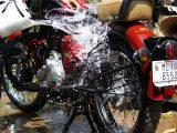 cara-mencuci-sepeda-motor