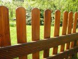 cara-merawat-pagar-kayu