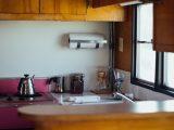 dapur-sempit-tampak-lapang