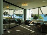 interior-dengan-cermin-dan-kaca