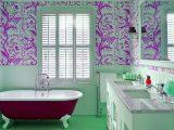 memasang-wallpaper-di-dinding-lembab