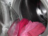 mencuci-pakaian-di-mesin-cuci